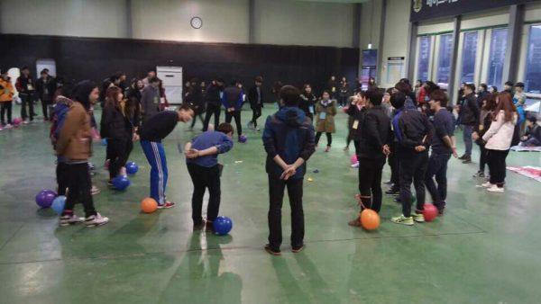 2014 재학생 엠티 체육관에서 게임 중!